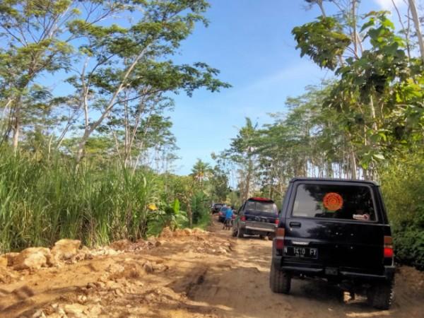 Akses jalan menuju JLS via Desa Sumberbening (foto: istimewa)