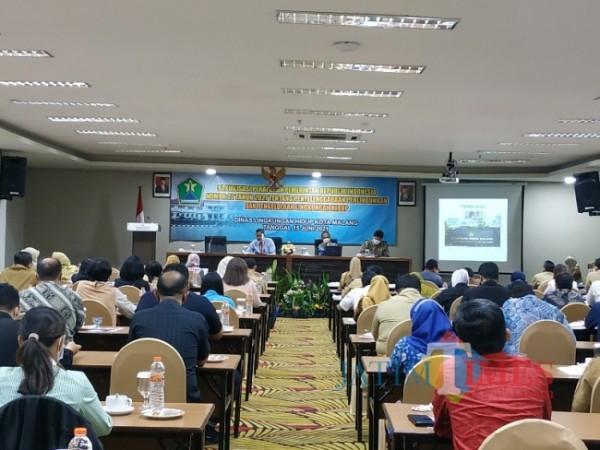 DLH Kota Malang gelar peraturan baru Nomor 22 tahun 2021 tentang penyelenggara perlindungan dan pengelolaan lingkungan hidup di Hotel Savana, Selasa (15/6/2021). (Foto: Mariano Gale/Jatim Times).