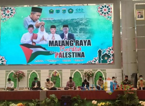 Doa bersama dalam bingkai Malang Raya Berdoa untuk Palestina, Selasa (15/6/2021) (Anggara Sudiongko/MalangTIMES)