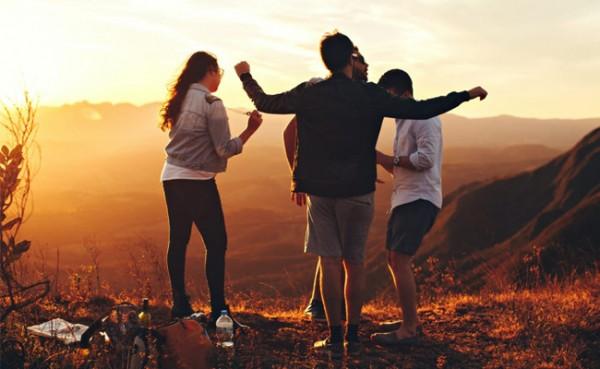 Kebersamaan kalangan anak muda dalam sebuah aktivitas di alam terbuka. (Foto: Pexels)