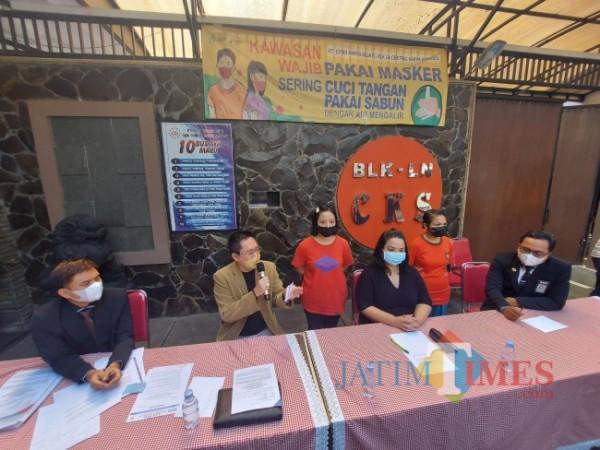 Konferensi pers yang digelar oleh pihak BLK-LN Central Karya Semesta PT CKS terkait kaburnya lima orang calon Pekerja Migran Indonesia, Selasa (15/6/2021). (Foto: Tubagus Achmad/ MalangTIMES)