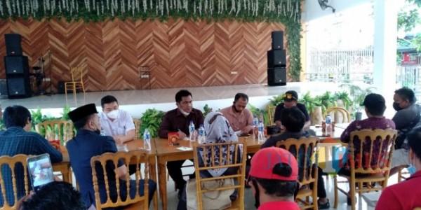Mediasi antara PT. Imasco dengan paguyuban sopir yang digelar di Dira Balung (foto: Moh. Ali Makrus/ Jatim TIMES)