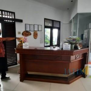 Beraksi saat Petugas Tlogomas Guest House Tertidur, Maling Curi Uang Terekam CCTV