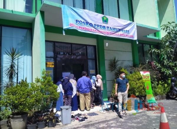 Posko PPDB Disdikbud Kota Malang (Anggara Sudiongko/ MalangTIMES)