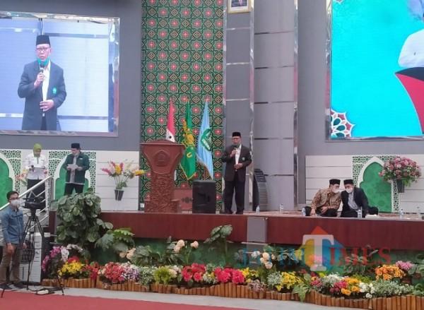 Rektor Unisma Prof Dr Maskuri MSi saat memberikan sambutan pada kegiatan Malang Raya Berdoa Untuk Palestina (Anggara Sudiongko/MalangTIMES)