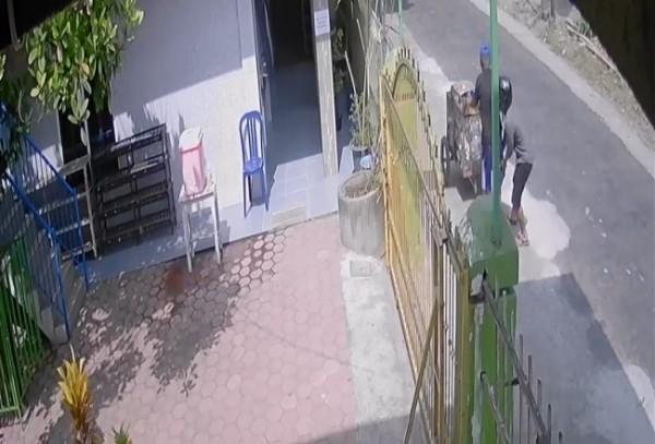 Aksi penjambretan terekam CCTV.(Foto : Humas Polres Blitar for BlitarTIMES)