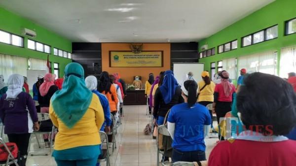 Pembukaan pelatihan instruktur senam lansia bagi Karang Werdha Kota Malang bertempat di eks Kantor Dinas Sosial Kota Malang. (Foto: Tubagus Achmad/ MalangTIMES)