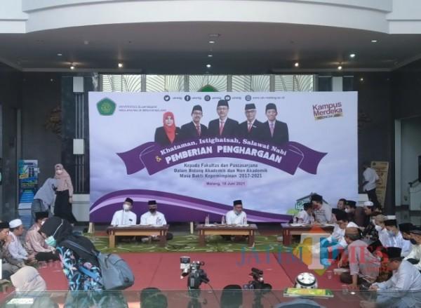 Kegiatan pemberian penghargaan pada fakultas maupun pascasarjana berpretasi di UIN Maliki Malang (Anggara Sudiongko/MalangTIMES)