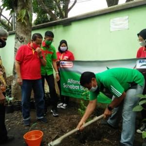Peduli Lingkungan, Alfamart Tanam 200 Pohon Buah di Lowokwaru