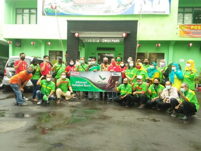 Sesi foto bersama di Kantor Kecamatan Lowokwaru Kota Malang.