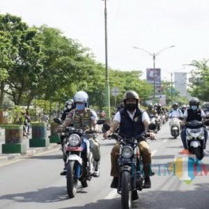 Blusukan Naik Motor Gaya Dilan, Bupati Pamekasan Keliling Kelurahan
