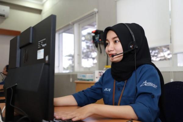 Salah satu operator yang sedang memantau layar layanan Ngalam 112. (Foto: Humas Pemkot Malang)