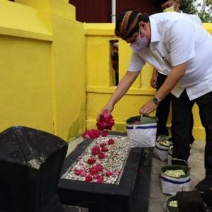 Ziarah ke Makam Ki Ageng Gribig, Airlangga Lestarikan Budaya Leluhur