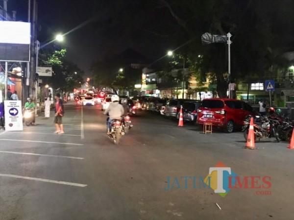 Area parkir di Jalan Gajahmada pada sisi kanan. (Foto: Irsya Richa/MalangTIMES)