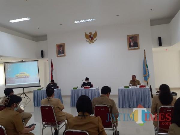 Caption: Rakor bersama Perangkat Daerah, Camat, Lurah di lingkup Pemkot Malang, Selasa (22/6/2021). (Arifina Cahyanti Firdausi/MalangTIMES)