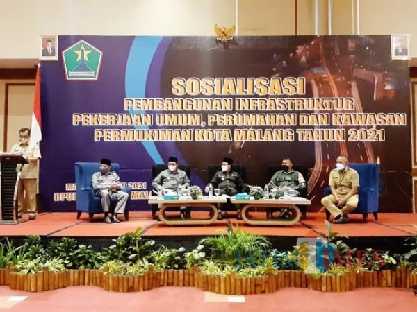 Suasana Sosialisasi Pembangunan Infrastruktur Pekerjaan Umum, Perumahan, dan Kawasan Permukiman Kota Malang tahun 2021, di Ijen Suites Hotel, Selasa (22/6/2021). (Arifina Cahyanti Firdausi/MalangTIMES).