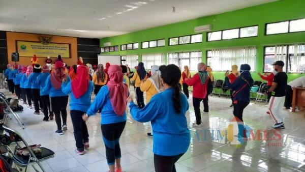 Gelaran pelatihan instruktur senam lansia yang digelar oleh Dinsos-P3AP2KB Kota Malang di Eks Kantor Dinas Sosial Kota Malang, Rabu (23/6/2021). (Foto: Tubagus Achmad/MalangTIMES)