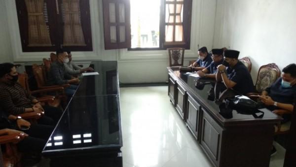 Aliansi Mahasiswa Peduli HAM Malang saat melakukan audiensi dengan DPRD Kota Malang (Ist)