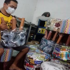 Mengintip Produksi Kursi Stool Buatan Jombang yang Diburu untuk Percantik Rumah Minimalis