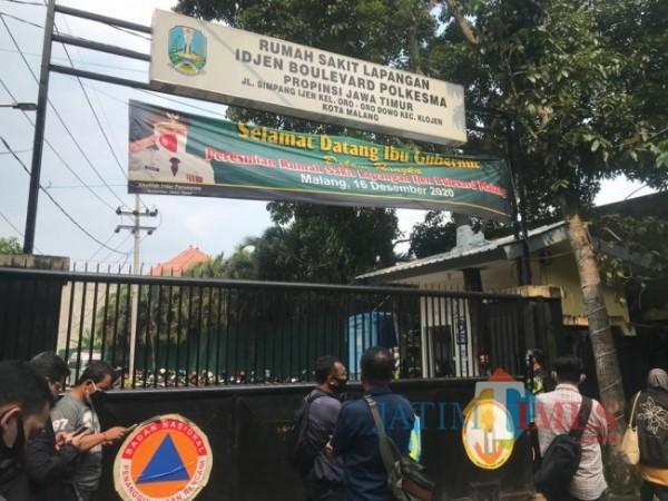 Tampak gerbang depan Rumah Sakit Lapangan Idjen Boulevard Kota Malang. (Foto: Tubagus Achmad/ MalangTIMES)