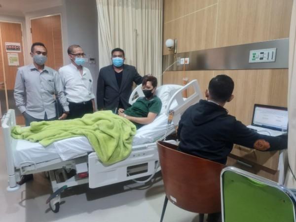 Mia Trisanti (38) saat menjalani perawatan dan pemeriksaan dari penyidik Polresta Malang Kota di Persada Hospital. (Foto: Istimewa)