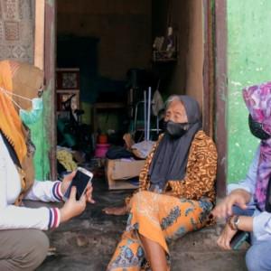 Pantang Surut, Dinsos Kota Kediri Bujuk Lagi Mbah Sri Pindah ke Hunian Layak