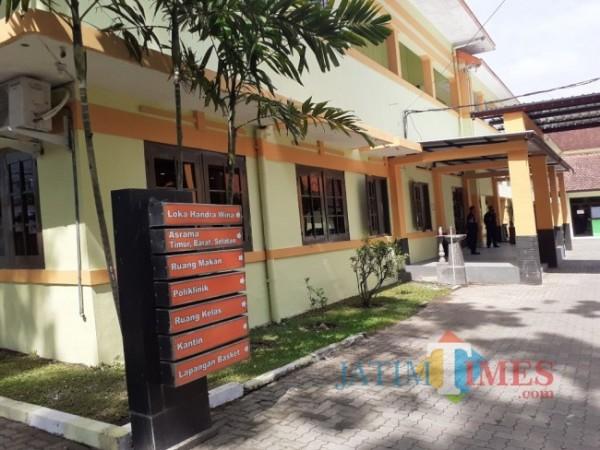 Gedung yang dipergunakan sebagai safe house untuk isolasi mandiri pasien Covid-19 di Kota Malang. (Arifina Cahyanti Firdausi/MalangTIMES).