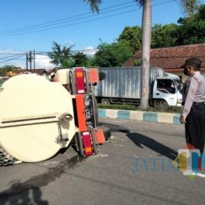 Sepeda Pancal di Tulungagung Ini Gulingkan Tangki Sedot WC di Jalan