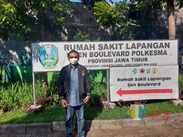 Anggota Komisi IX DPR RI Ali Ahmad saat melakukan kunjungan ke Rumah Sakit Lapangan Idjen Boulevard, Selasa (29/6/2021). (Foto: Tubagus Achmad/MalangTIMES)