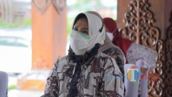 Wali Kota Batu Dewanti Rumpoko saat mengikuti Hari Keluarga Nasional