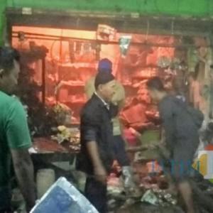 Toko Sembako Di Pasar Baru Lumajang Terbakar