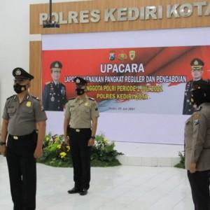 Kapolda Jatim Pimpin Upacara Korp Raport 49 Anggota Polres Kediri Kota Secara Daring