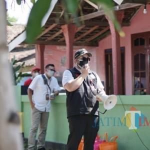 Bupati Kediri Keliling Kampung Semangati Warga Satu RT yang Jalani Micro Lockdown