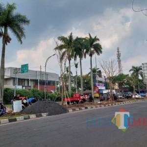 Percantik Kawasan RTH, DLH Kota Malang Poles Taman di Jl Galungung