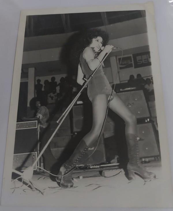 Penampilan-Lady-Rocker-Sylvia-Saartje-di-GOR-Pulosari5440ed507b4803c0.jpg