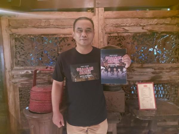 Penulis-Buku-Empat-Dekade-Sejarah-Musik-Kota-Malang-Arief-Wibisono.eab1b796bd637628.jpg