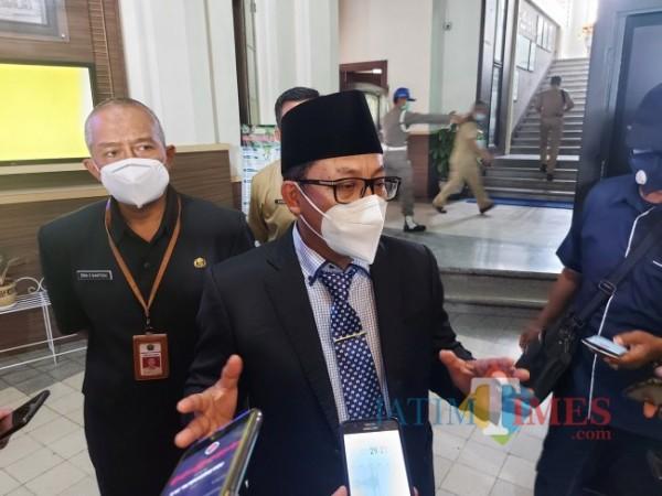 Wali Kota Malang Sutiaji saat ditemui awak media di Balai Kota Malang, Selasa (29/6/2021). (Foto: Tubagus Achmad/MalangTIMES)