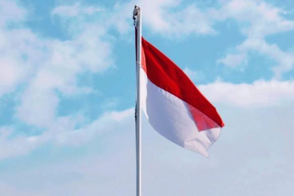 Bendera Merah Putih berkibar di halaman Balai Kota Kediri. (Foto: Ist)