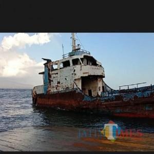 Kapal LCT Putri Siritanjung Dinilai Berbahaya bagi Keselamatan Anak, Warga Berharap Pemkab Banyuwangi Segera Pindahkan