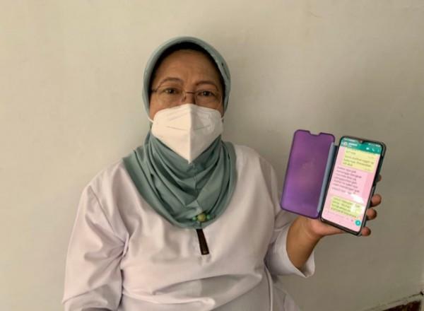 Tenaga medis di salah satu FKTP yang menggunakan layanan Mobile JKN, Drg Endang. (Foto: BPJS Kesehatan Malang)