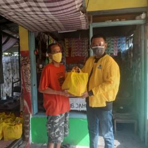 Salurkan Bantuan untuk Warga saat PPKM Darurat, Golkar Surabaya: Ayo Pengusaha Gotong Royong