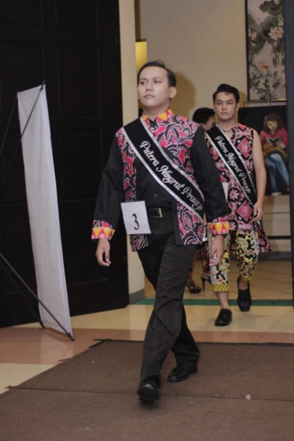 David Novianto (22), mahasiswa Program Studi (Prodi) Bahasa Pendidikan Bahasa dan Sastra Indonesia, Fakultas Bahasa dan Sastra, Unikama yang menjadi Best Catwalk (Ist)