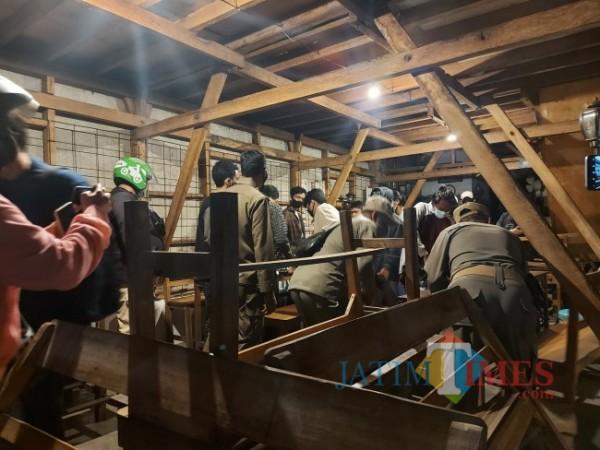 Operasi Gabungan saat penerapan PPKM Darurat di hari pertama, Sabtu (3/7/2021). (Foto: Tubagus Achmad/MalangTIMES)