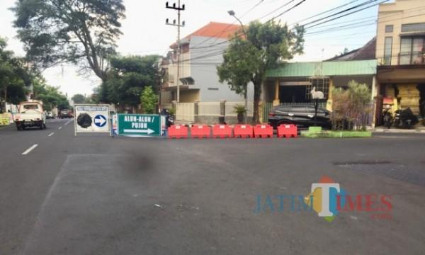 Penunjuk arah melewati jalan Wr Supratman, Kecamatan Batu. (Foto: Irsya Richa/MalangTIMES)