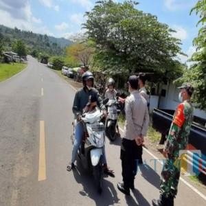 Nekat Wisata ke Pantai di Tulungagung, Puluhan Kendaraan Diputar Balik Petugas