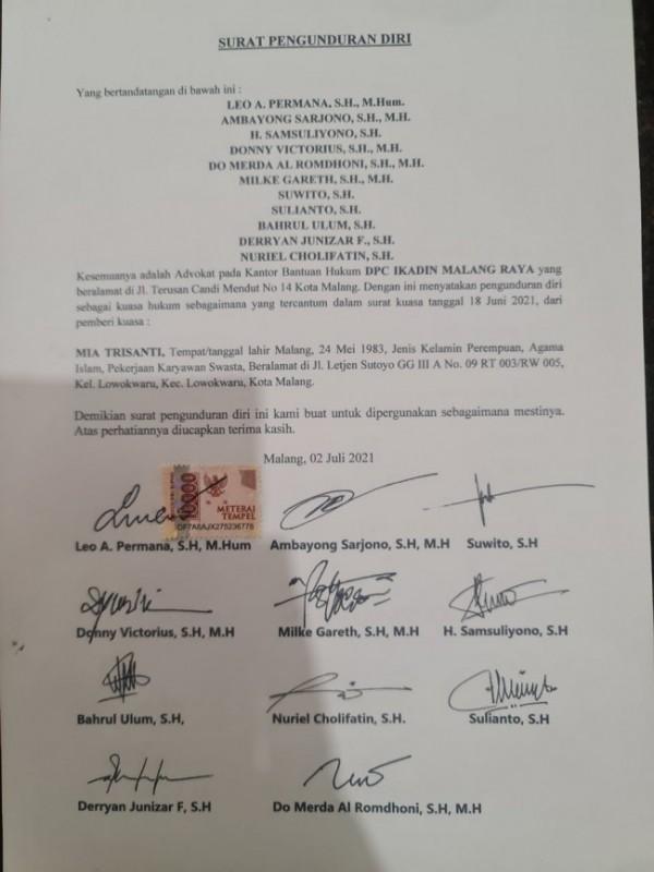 Surat pernyataan pengunduran diri dari dari tim kuasa hukum Mia Tirsanti yang tergabung dalam Ikatan Advokat Indonesia (Ikadin) Malang Raya. (Foto: Istimewa)