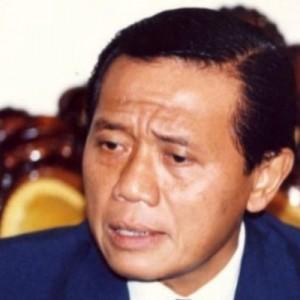 "Mengenang Menteri Harmoko dengan Kalimat ""Menurut Petunjuk Bapak Presiden"" hingga Prosesi Pemakaman"