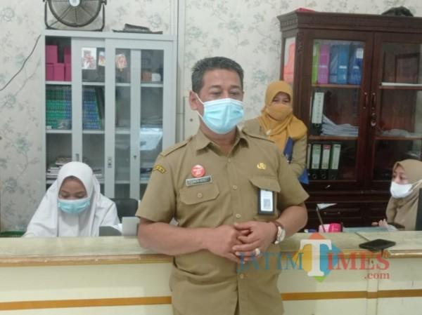 Plt kepala Dispendukcapil Kabupaten Malang, Sirath Aziez (foto: Hendra Saputra/MalangTIMES)