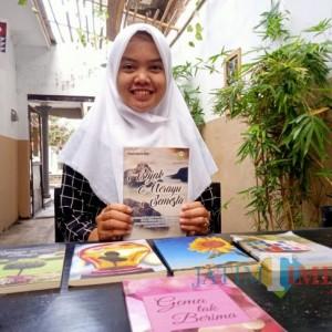 Produktif Menulis, Mahasiswa Unisba Blitar Luncurkan Buku Sajak Merayu Semesta