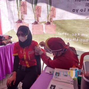 Dukung Percepatan Vaksinasi di Kota Malang, Karyawan Alfamart Turut Serta Dalam Gerakan Vaksinasi Massal